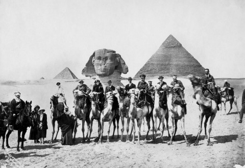 Gertrude-Bell-seated-between-Winston-Churchill-and-T.E.Lawrence-Cairo-Conference-1921_WM